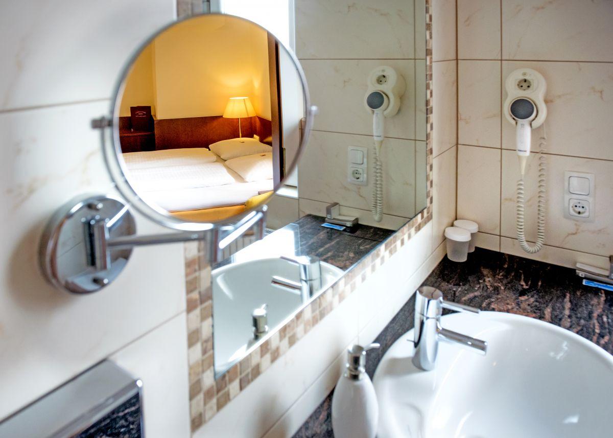 Badezimmer Landhausstil Fliesen